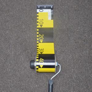 Banda-decimetrica-in-dispozitiv-de-rulare-derulare-cu-maner-